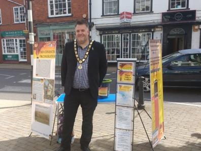 Mayor_at_Pump_Square